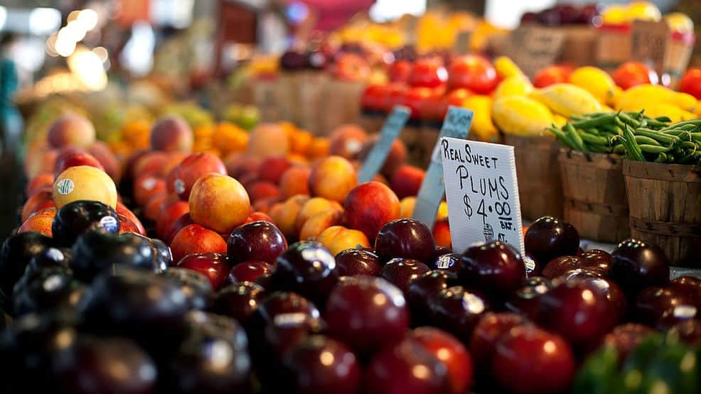 fresh cherry tomatoes, cherries and berries at the rogue growers market in ashland oregon